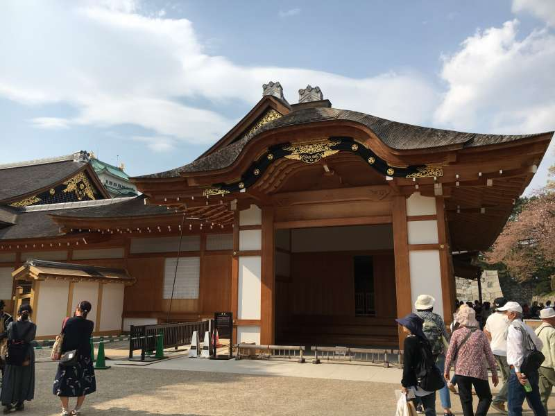 The entrance porch of the Hommaru (Main) Palace