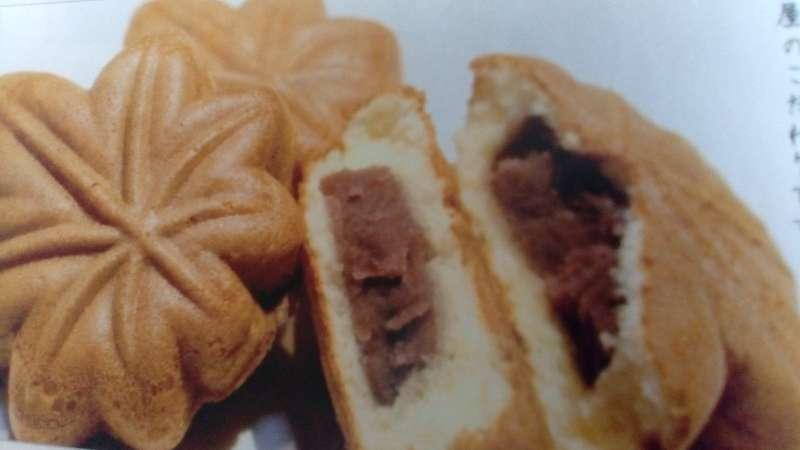 Momiji manju, Maple leaf shaped bans with a red bean filling.