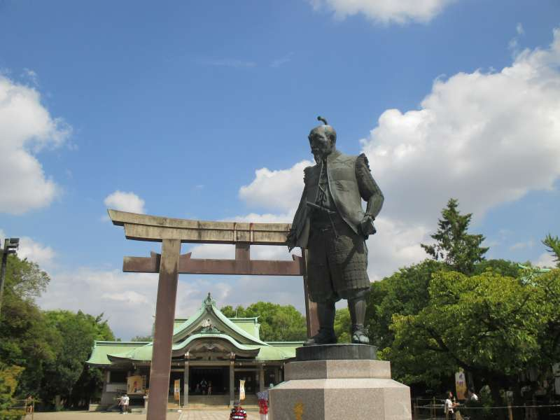 Statue of Hideyoshi, the Founder of Osaka-jo Castle