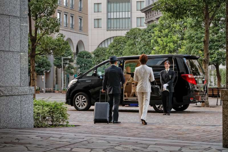4 hour Tokyo Tour with a Car (up to 8) WiFi/English
