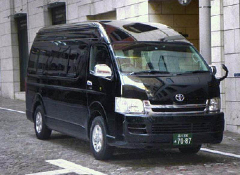 8 person car