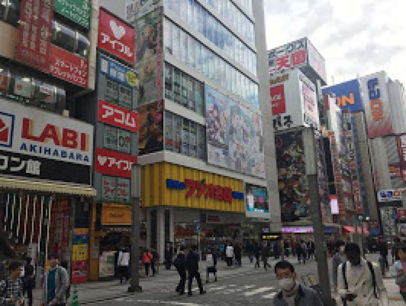 Akihabara shopping arcade: I show you most famous places for figures, Manga or other interesting places such as maid cafe