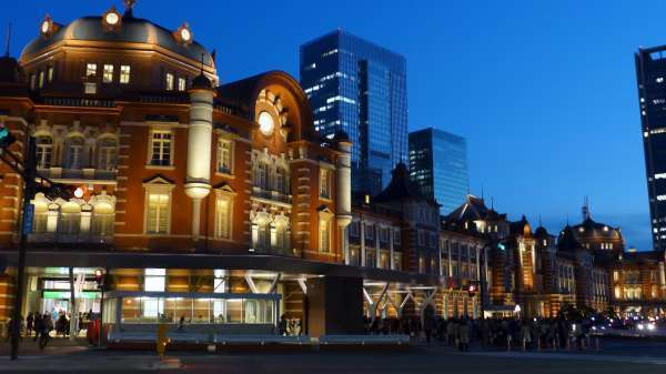 Marvelous evening light-up view of Tokyo station