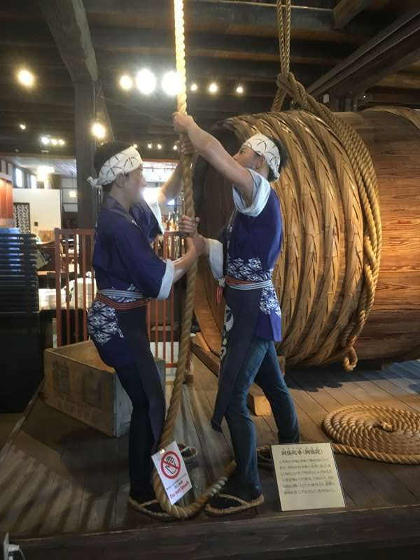 Hakutsuru Sake Brewery Museum shows you how to make Japanese Sake with display of waxwork.