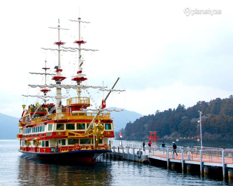 Explore Hakone with rich nature and history