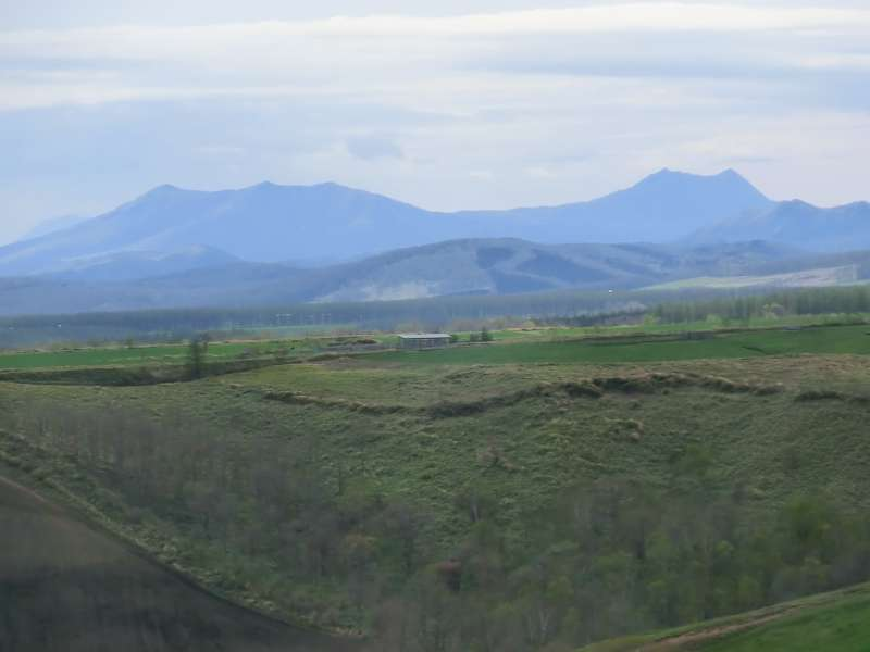 Distant views of Mt. Nishibetsu and Mt.Mashu. Both are so beautiful.