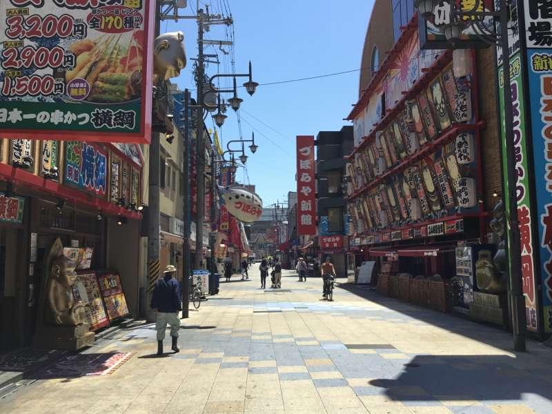 Shinsekai street has the atmosphere of traditional era