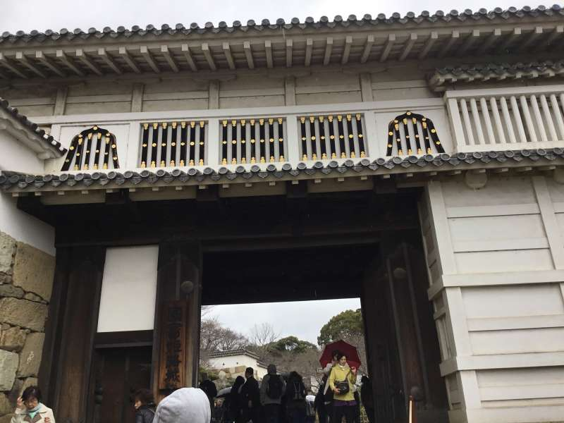 "Large gate called ""Hishino-mon""."