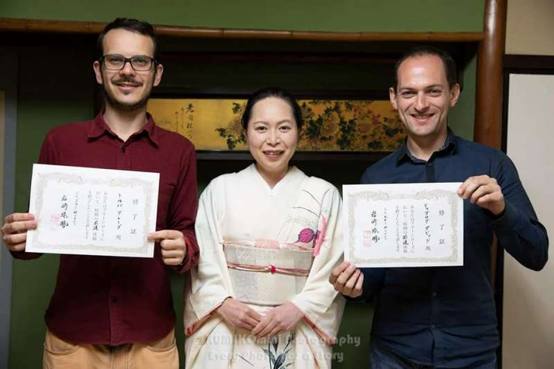 You could get a certificate after the calligraphy lesson!