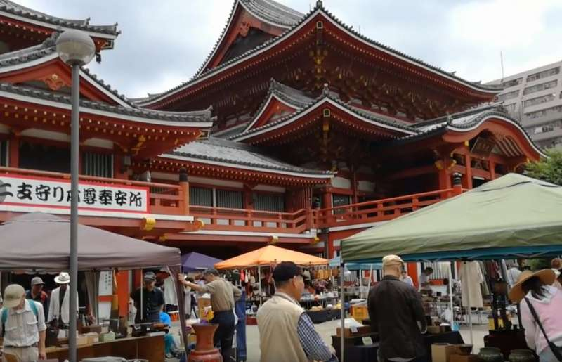 Oosu Kannon Temple. On every 28th, antique market is held.