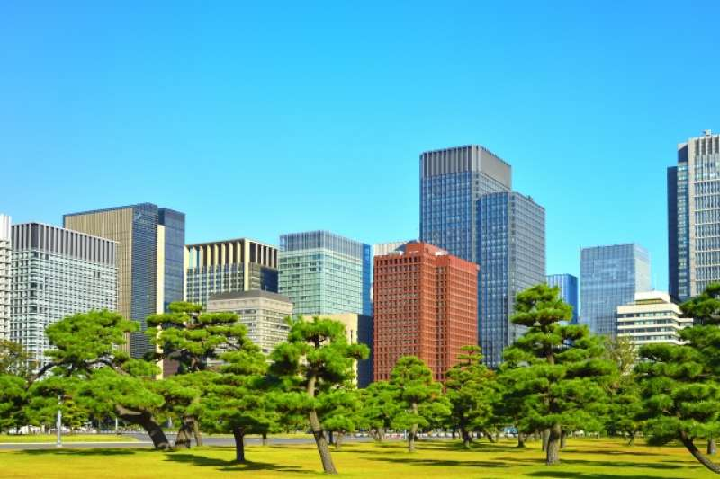 You have a chance to see magnificent view of skyscrapers at Marunouchi district.