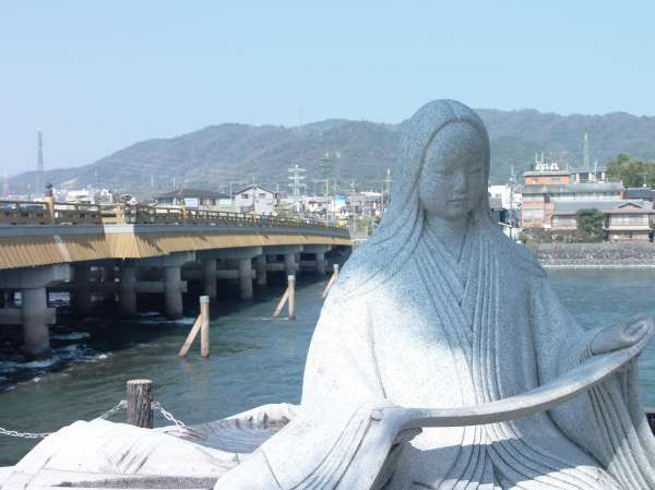 A sitting statue of an ancient female poet and classic beauty ratains Japanese old good days.
