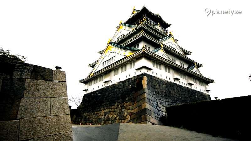 Osaka castel (Photo by Planetyze)