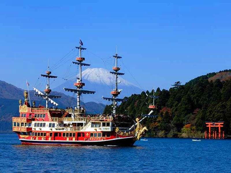 Pirate ship at Lake Ashi