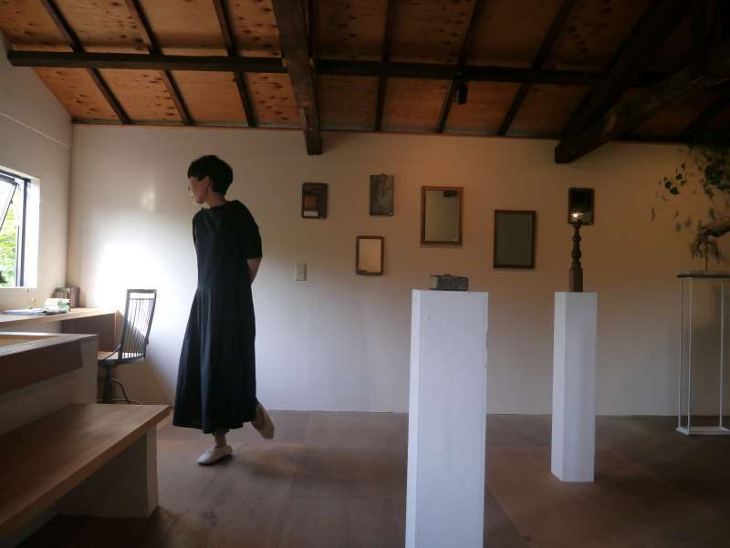 We can visit a restful gallery during an exhibition and have a cup of coffee. (an exhibition of Japanese ceramic artist from Kyushu is held from September 17th to October 2nd)