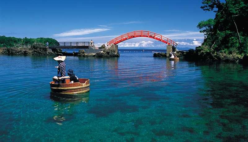 Tub boat at Yajima: Challenge operating tub boat