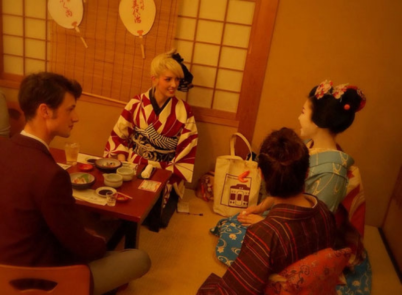 If you would like, we'll arrange kimono for you (with additional charge).