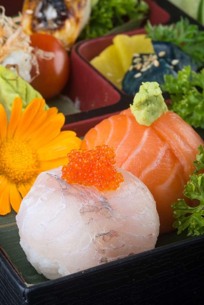 Ball-shaped sushi