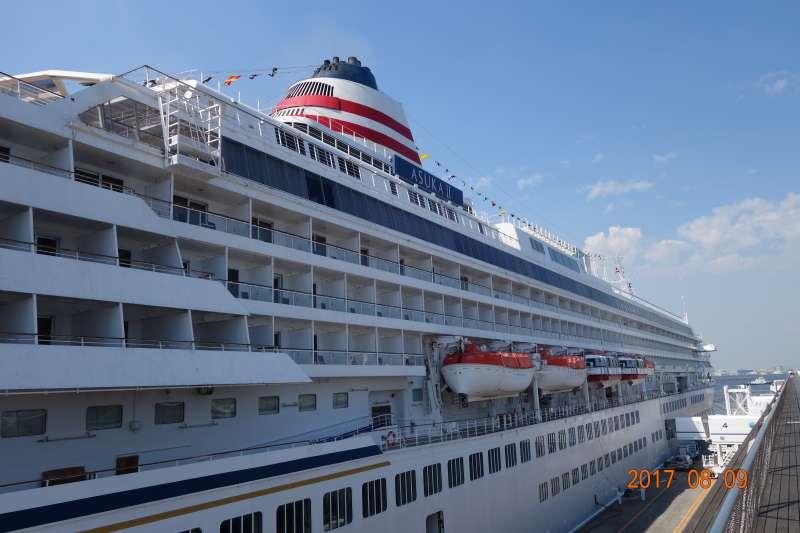 Cruise ship docking at Oosanbashi( Big pier)