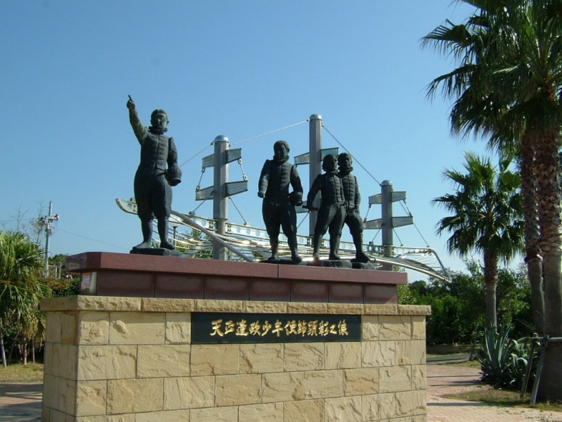 TENSHO Delegation statue of honor