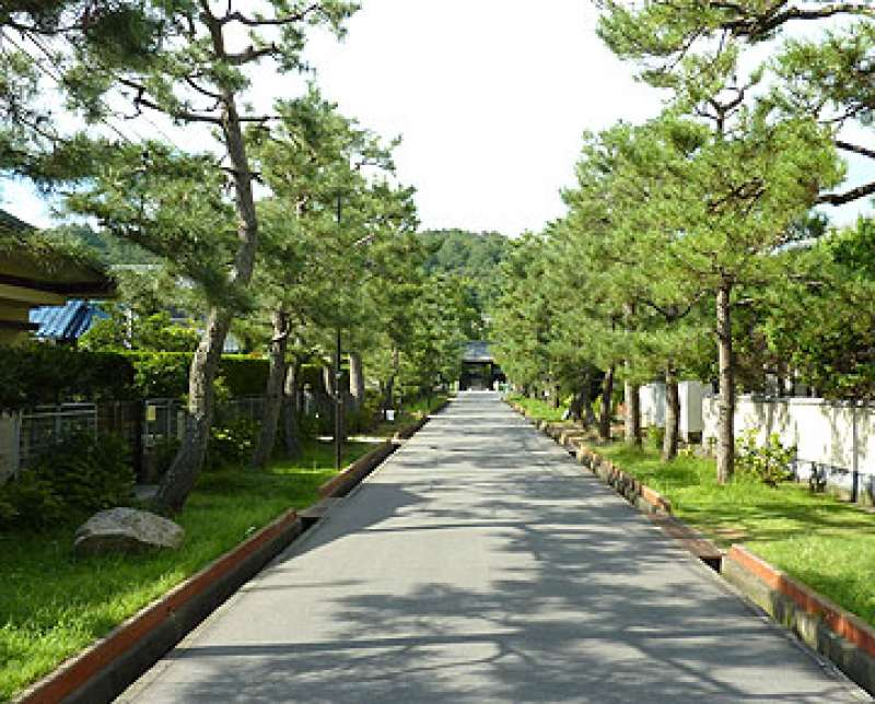 Front approach to the temple, Sougen-ji