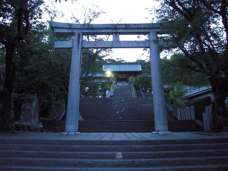There are 193 steps to visit Suwa shrine. Let's go~!