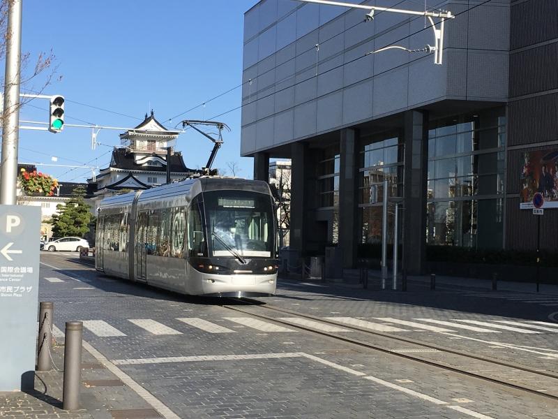 Centram (city tram) with Toyama Castle