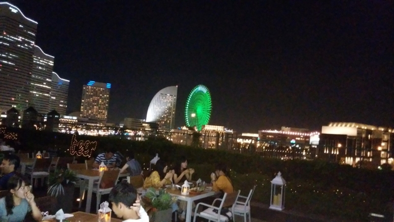 You can enjoy delicious food with beautiful night view.