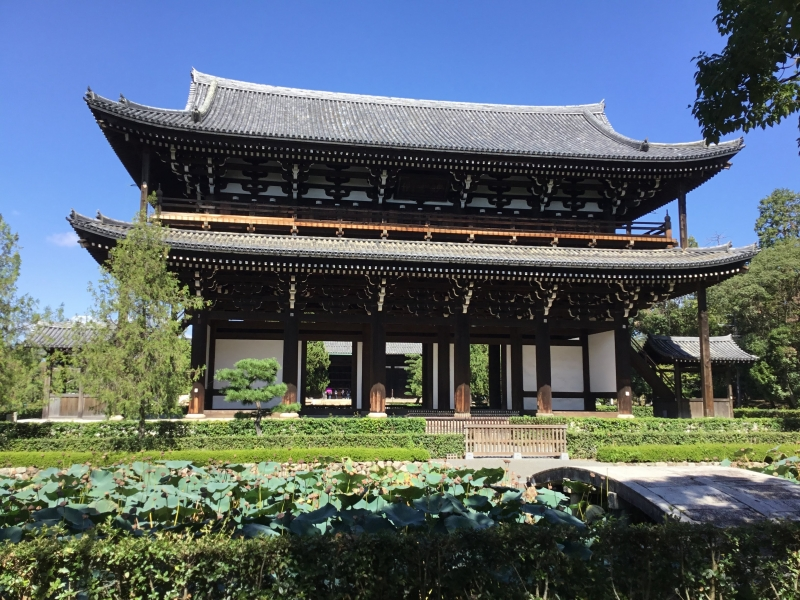 Tofukuji: It is a famous Zen temple, and is one of the Five Great Temples in Kyoto. The Sanmon gate, a National Treasure, is the oldest Zen main gate in Japan. The Zendo(main hall) and Tosu(lavatory) and Yokushitsu(bathing room) are survivals from the 14th century.