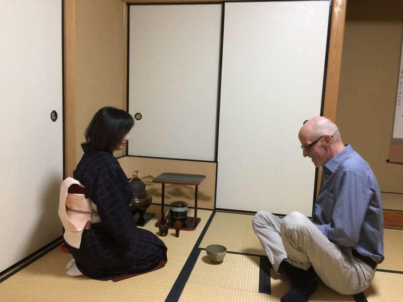 Experiencing Japanese calligraphy and tea ceremony at a private house