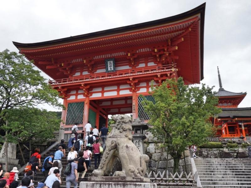 The entrance gate of Kiyomizu temple