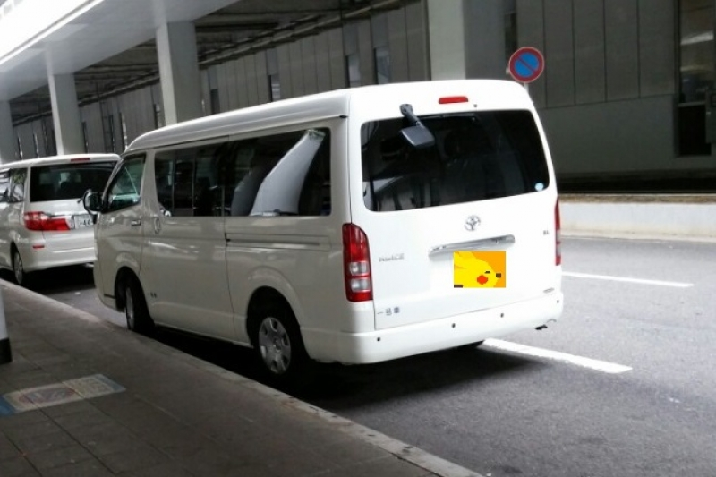 A guide car(TOYOTA HIACE VAN with 8 seats)