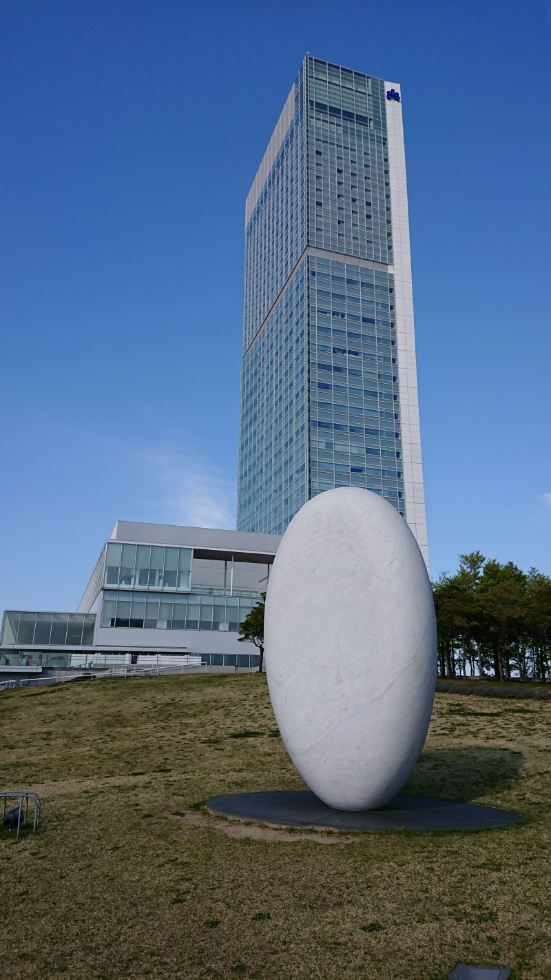 Toki Messe and the monument.