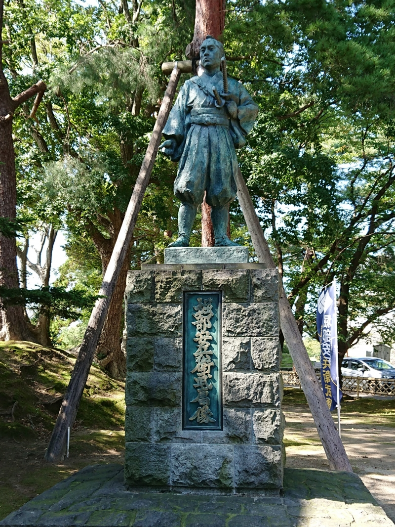 Statue of Horibe Yasubei, the most loved samurai in Shibata