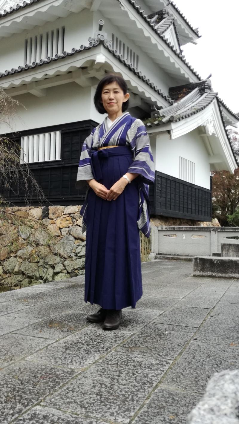 I love Kimono. I will guide you in this kimono style if you like.