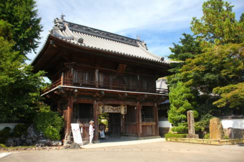 The front gate of Ryozen-ji temple