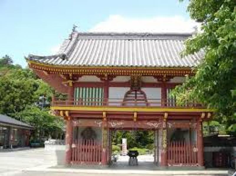 The front gate of Gokuraku-ji-ji temple