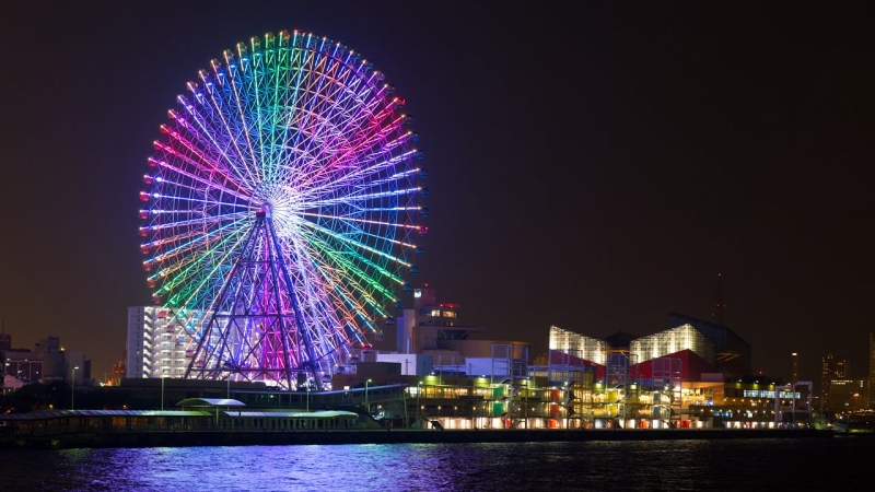 112m height ferris wheel just close to the Osaka aquarium.