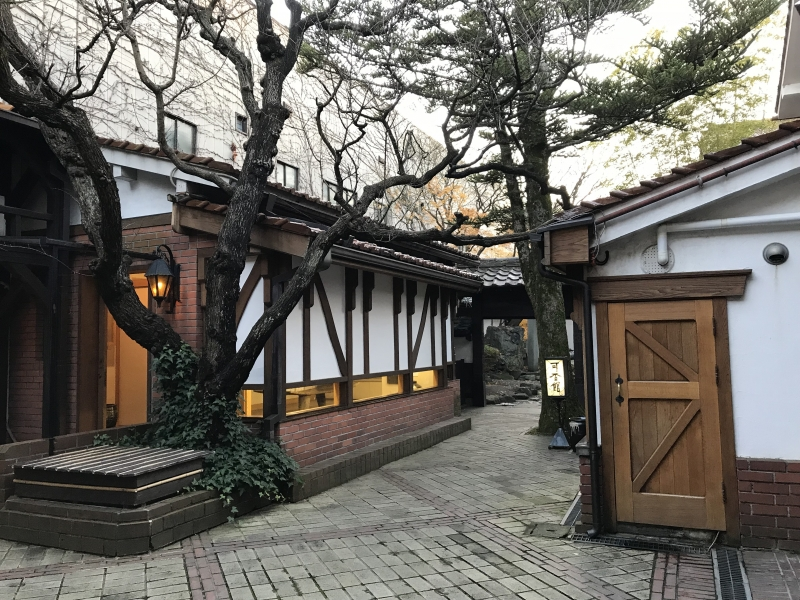 On the premise of Kogensha.  There is a small museum, garment shop and coffee shop at the back of the main building