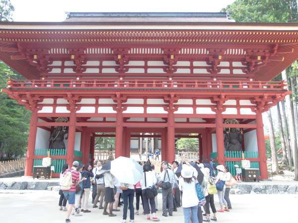Chumon,medeum-sized temple gate,has two pairs of Kongo-rikishi Statues.