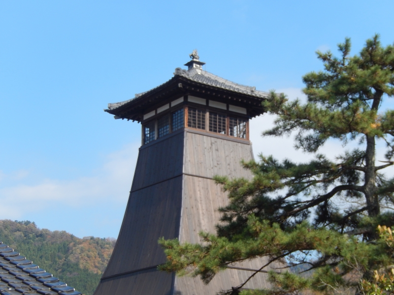 Izushi has an atmosphere of old Kyoto. This picture is an old clock tower which is a symbol of Izhushi.