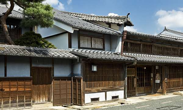 The government has designated some traditional housing sites as Important Traditional Constructions Area.in Mino