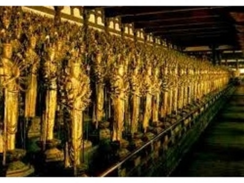 Sanju sangendo has a very solemn place having 1000 Buddhist statues. All are national treasure.