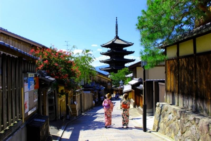 Here is Yasaka shrine, iconic pagoda close to Gion area