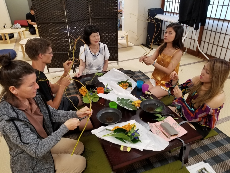 The lesson of Flower Arrangement with guests