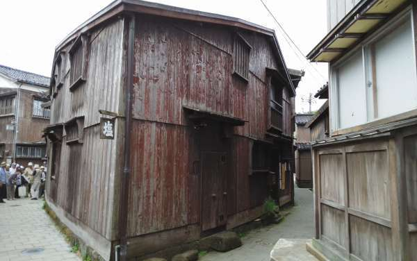 One of Shukunegi's landmark, Sankakuya ( triangle house )