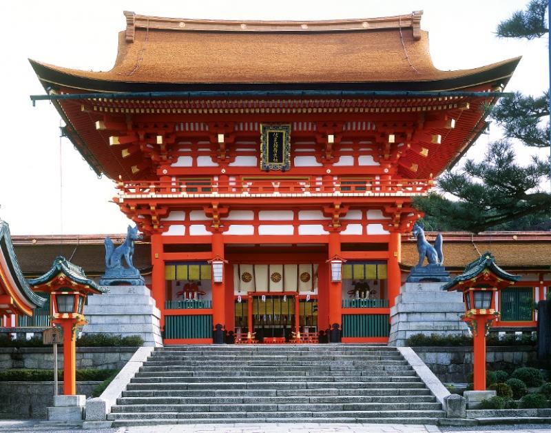 Fushimi-Shrine (Ro-Mon Gate, National Treasure)