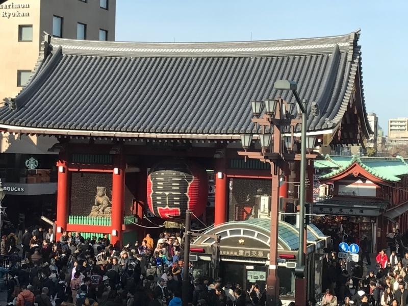 Asakusa Kaminarimon gate, 50million people visit here every year.
