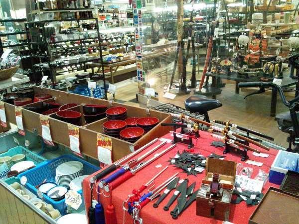 Doguya-suji Shopping Street selling kitchen utensils