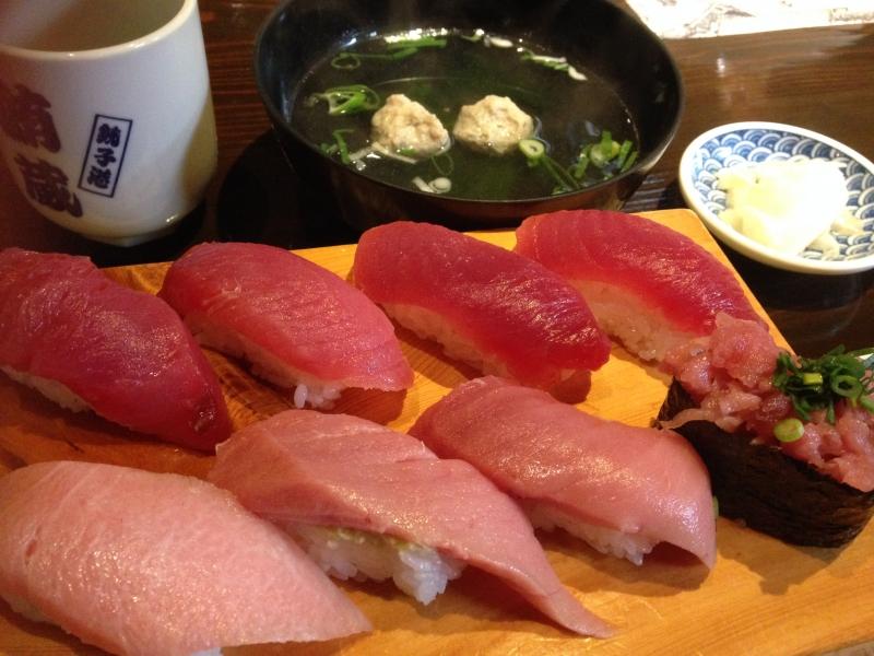 Enjoy Sushi lunch at Tsukiji Outer Fish Market.